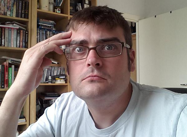 Staffan Hesselbom som försöker läsa ett djurs tankar
